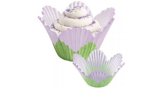 Blomsterformet muffins forme i papir, lilla