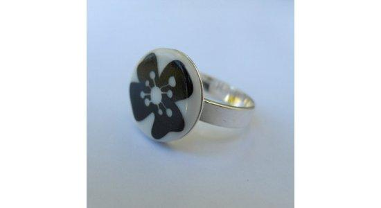 Casalinga sølvring med sort blomst