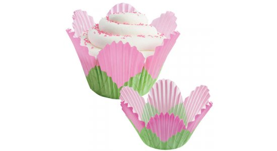 Blomsterformet muffins forme i papir, lyserød